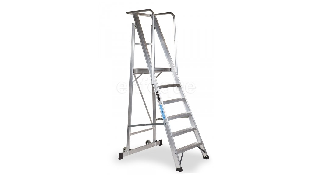 Escalera plegable con plataforma y guardacuerpos 6 for Escaleras altas plegables